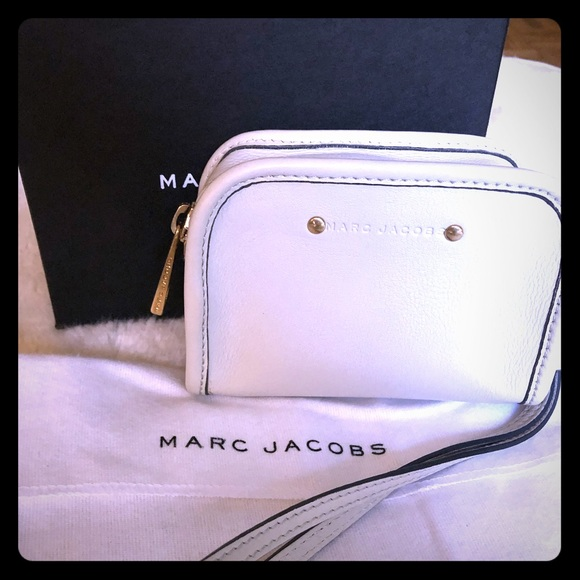 Marc Jacobs Handbags - Marc Jacobs Small Camera Bag Wristlet